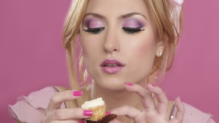 жена кекс хапка сладко ядене храна