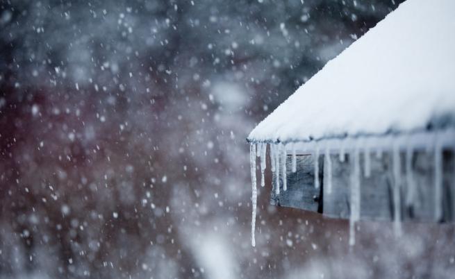 Силен вятър в петък, в събота - сняг над цялата страна