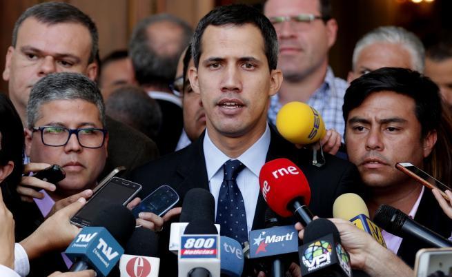 В Колумбия Гуайдо подготвя отстраняването на Мадуро