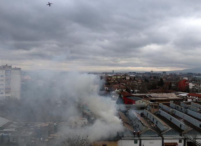 Пожар в складово помещение в близост до кръстовището на бул.