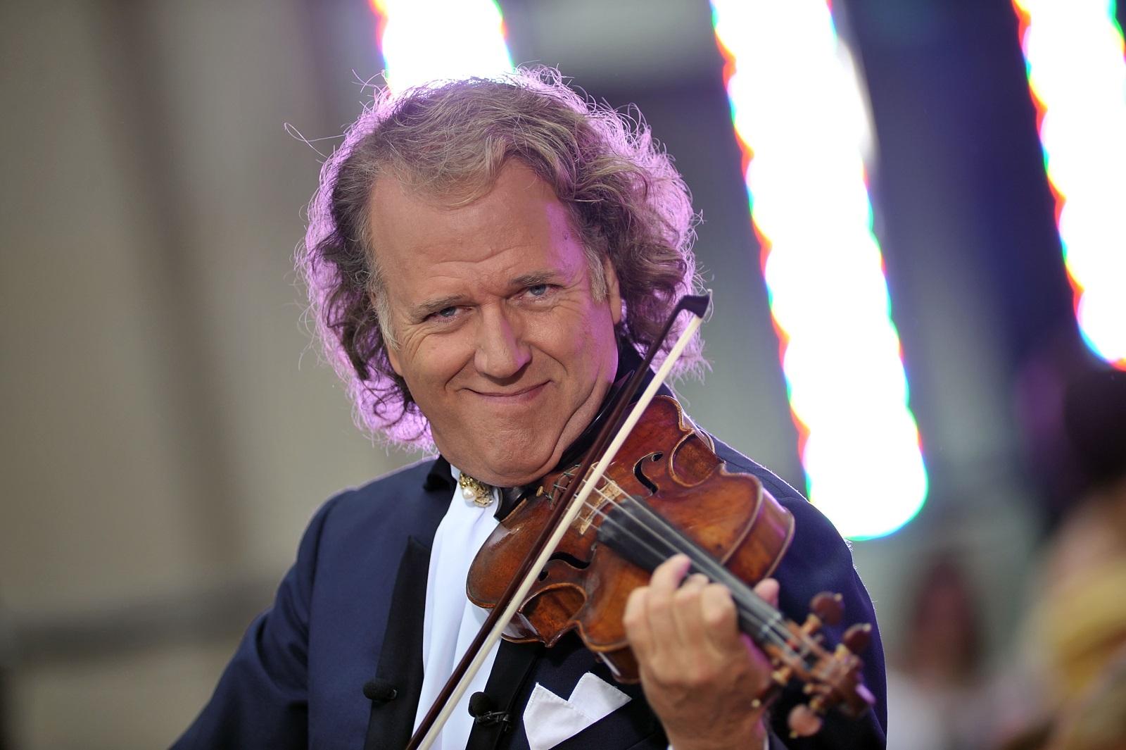 """Притежава уникална цигулка -Андре свири на емблематична цигулка Stradivarius на стойност няколко милиона евро, която винаги държи със себе си. Цигулката е създадена през 1667 г. и е почитана заради ненадминатия си звук. На въпроса дали спи с инструмента си той каза: """"Не, спя с жена си, но цигулката е между нас."""""""