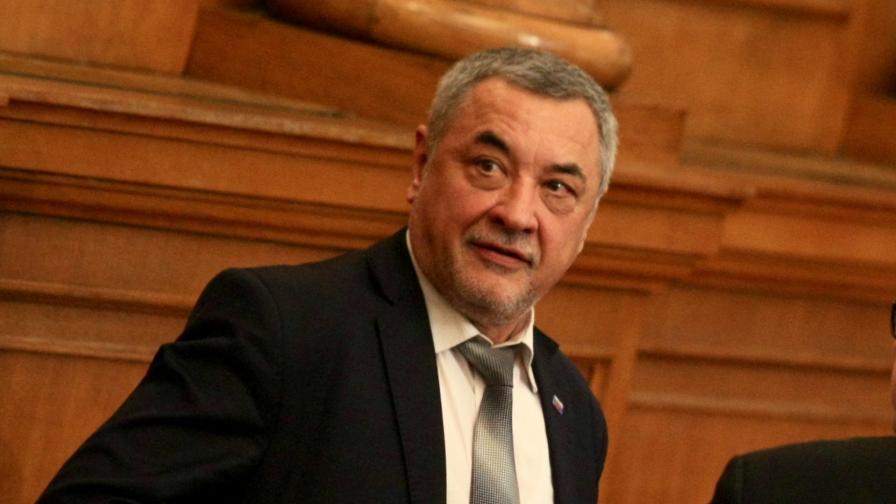 Симеонов повежда листата на НФСБ