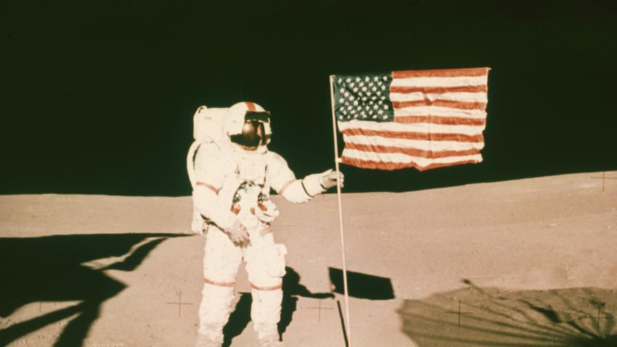 <p>На този ден <strong>&quot;Аполо&quot;</strong> излита за трети път към <strong>Луната&nbsp;</strong></p>