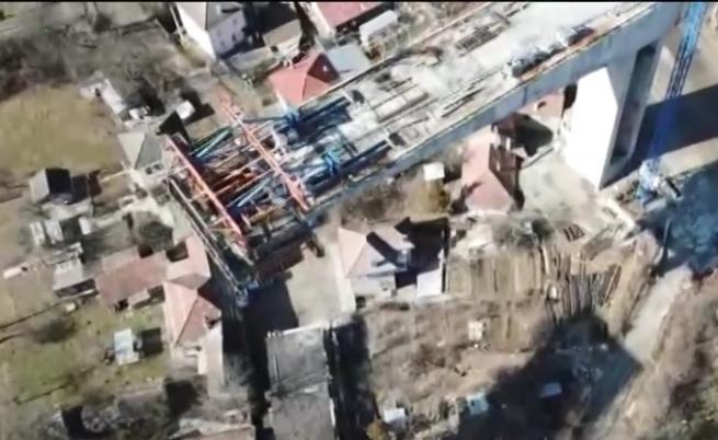 Цимент и материали падат върху къщи в Габрово, протест