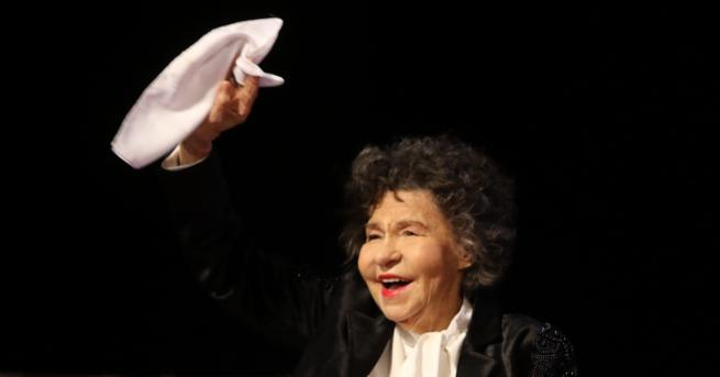 България Прощаваме се със Стоянка Мутафова Поклонението пред голямата актриса