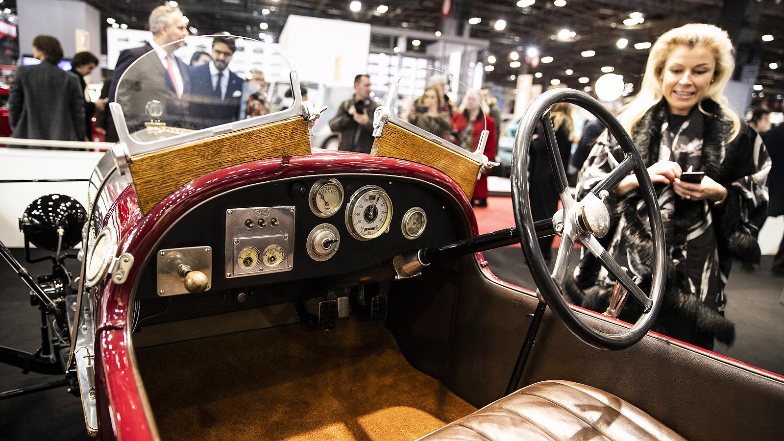 Bentley Motors EXP2