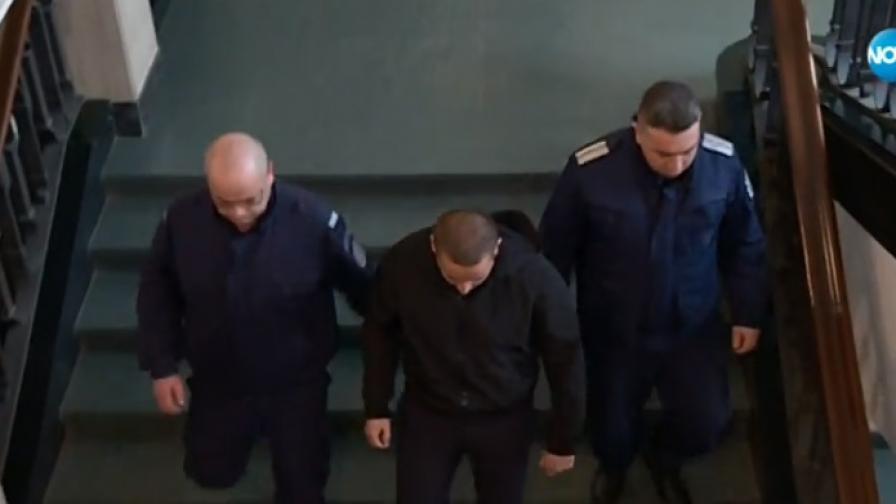 4 г. затвор за мъжа, хвърлил бомбичка и ранил двама полицаи