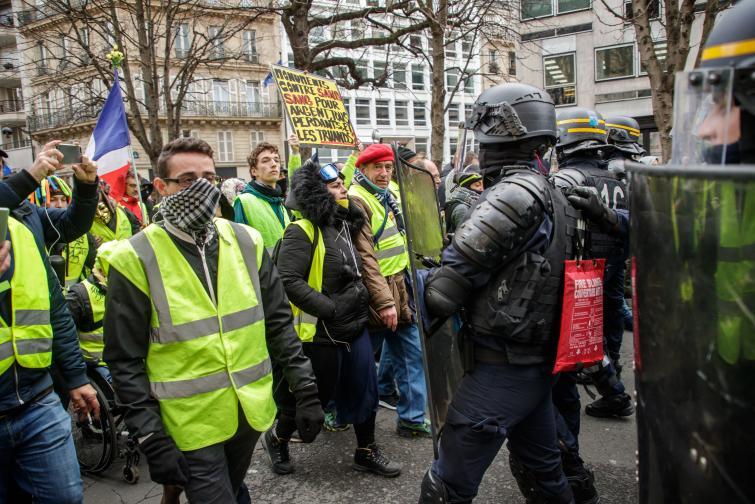 От Триумфалната арка потегли 13-ото протестно съботно шествие