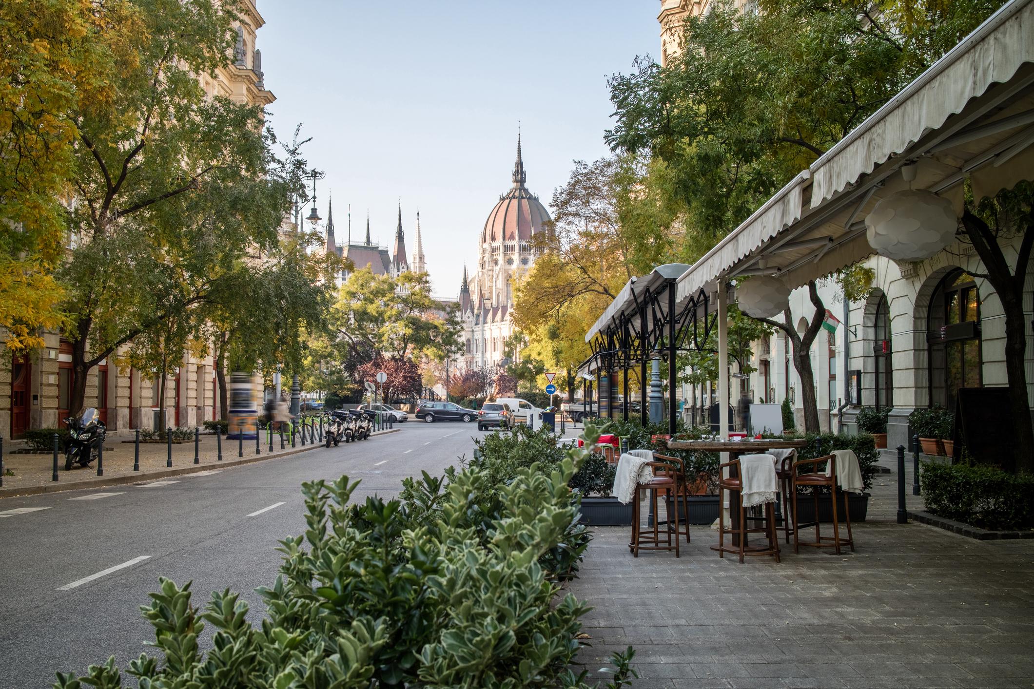 Будапеща оглавява класацията за топ европейски дестинации през 2019 година. Унгарският град на Дунав впечатлява с разнообразни архитектурни и исторически паметници, уют и вкусна храна.