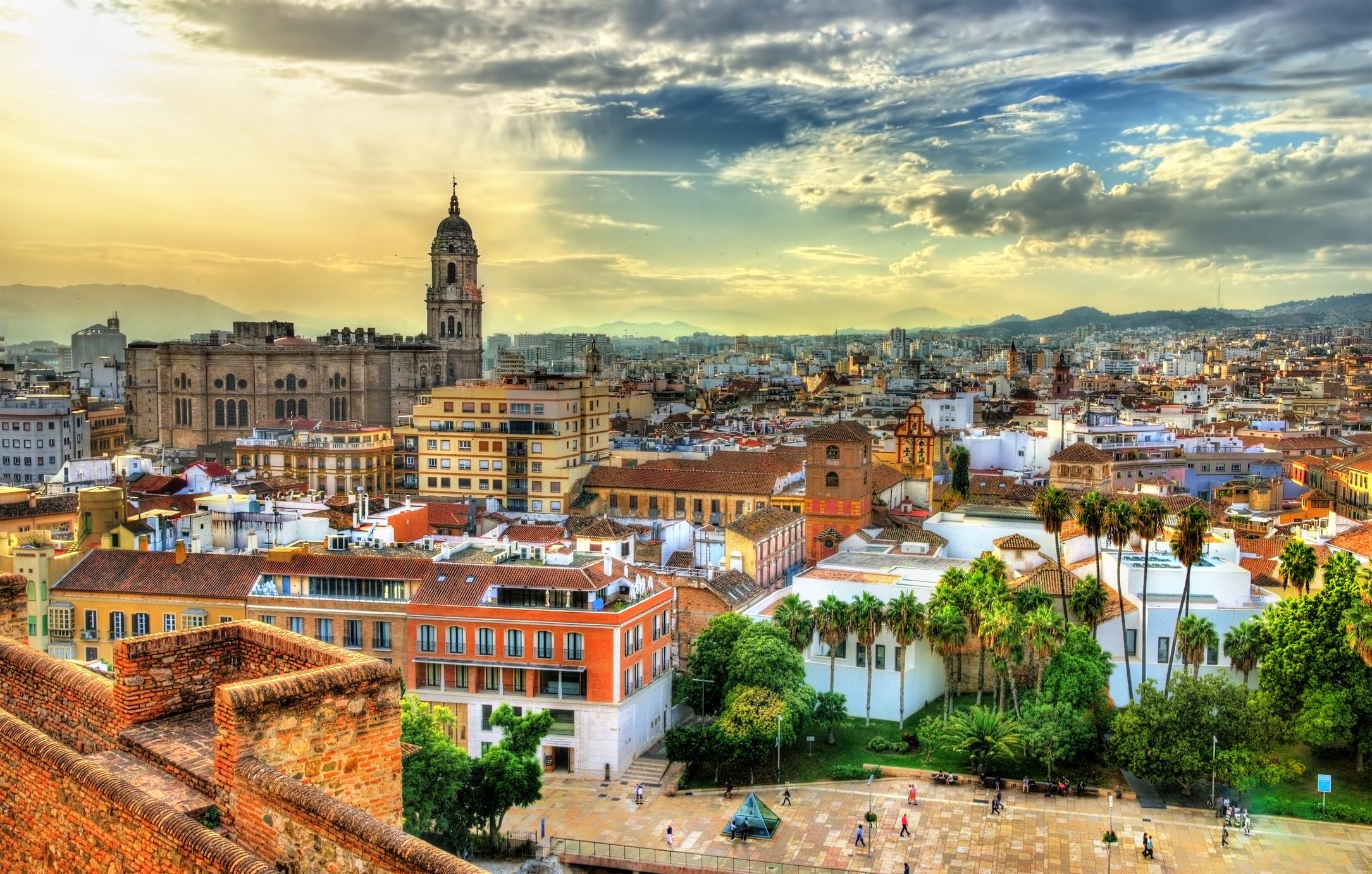 Южният испански град Малага също е една от топ дестинациите за 2019 година. Градът е родно място на много знаменити испанци като художника Пабло Пикасо, актьора Антонио Бандерас и певеца Пабло Алборан.