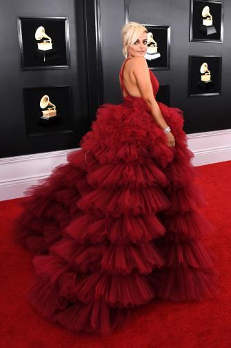 През януари Биби Рекса се оплака в социалните мрежи, че дизайнери са отказали да ѝ ушият рокля на наградите