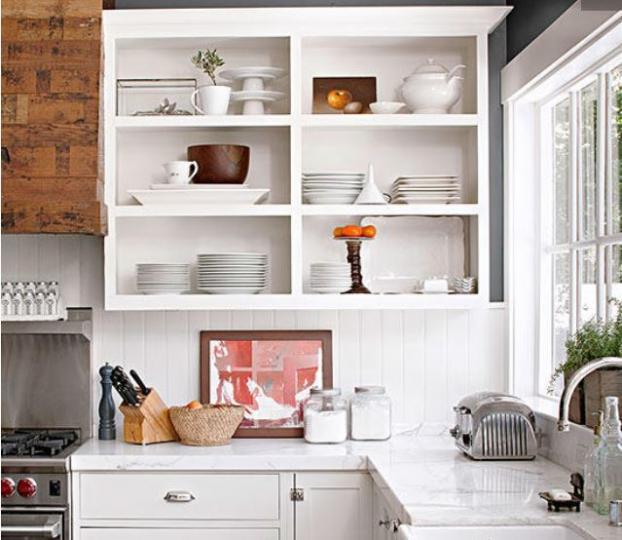 <p><strong>Махнете вратичките на горните шкафове</strong></p>  <p>Това е друга революционна идея за шкафове, чиито вратички са невъзможни за пребоядисване. Когато махнете вратичките и пребоядисате или облепите вътрешността с подходящо фолио, ще имате изцяло нов вид на кухнята.</p>  <p>Ще подредите новите си чинии (за тях ще кажем ей сега), ще сложите като на изложба хубавите си тенджери и никой няма да пита защо нямате вратички. Просто ще имате кухня с отворен вид.</p>
