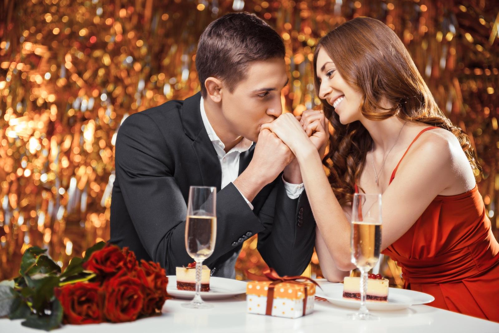 В Италия все още съществува обичай годежите на влюбените да се правят точно на този ден. Италианците обсипват трапезите си със сладки и бонбони под формата на сърца, тъй като празникът там е особено почитан и има вековна история.