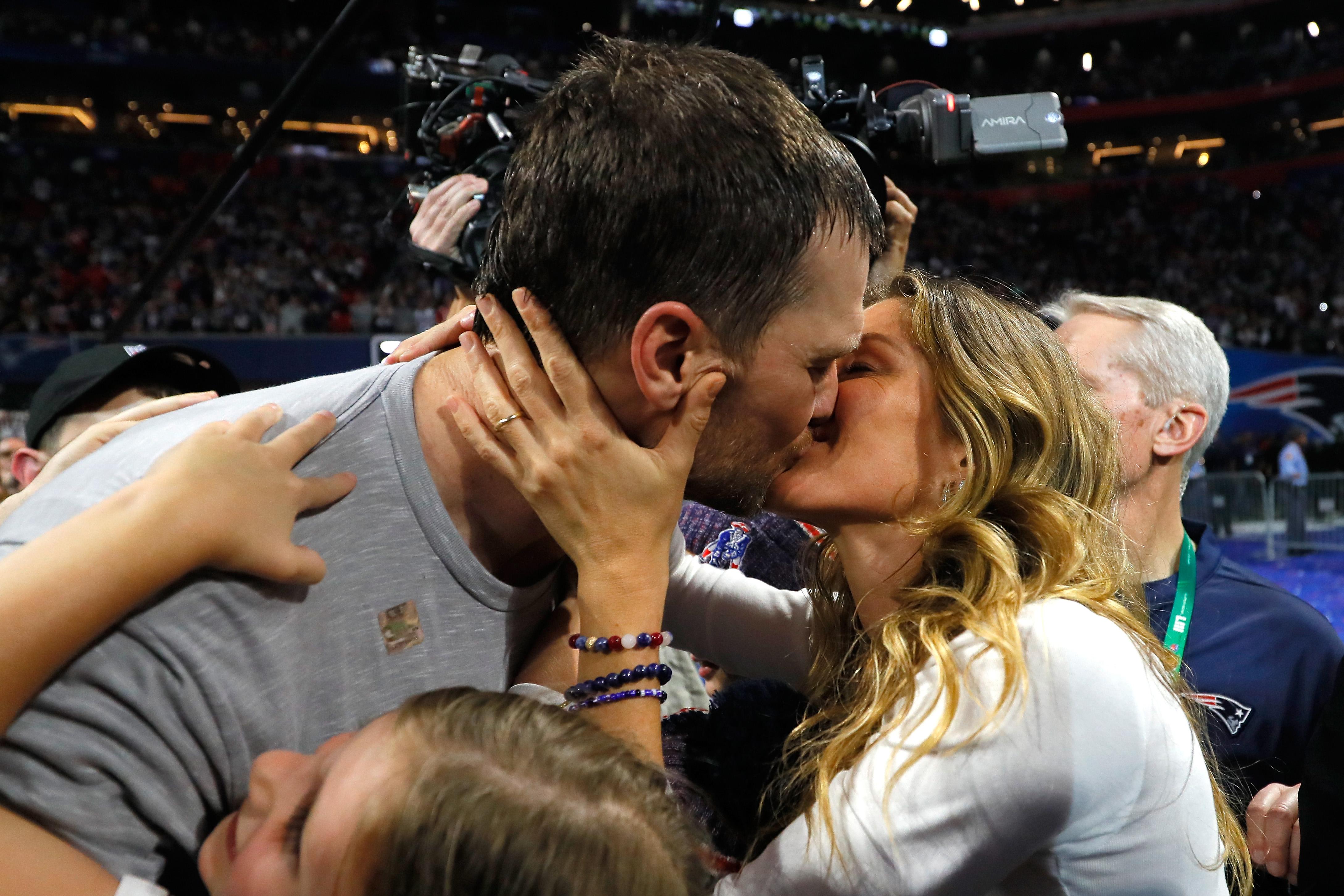 Първата асоциация, която идва в ума ни, когато стане дума за целувки, е интимната връзка между двама влюбени. А вие знаете ли, че за една целувка задвижваме над 30 лицеви мускула?