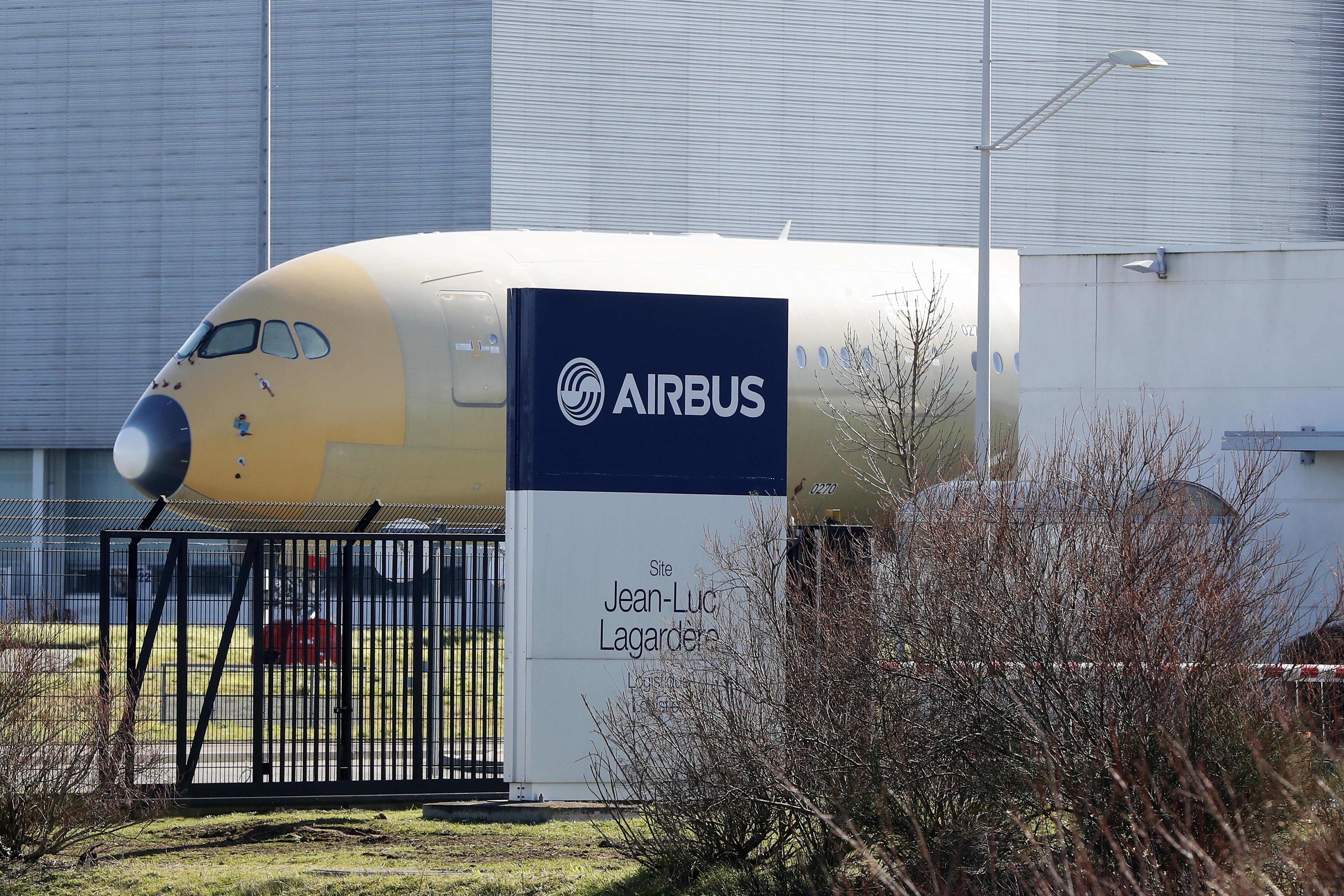 Последният удар по струващата десетки милиарди програма беше решението на компанията Емирейтс да се откаже от 39 от поръчаните А380