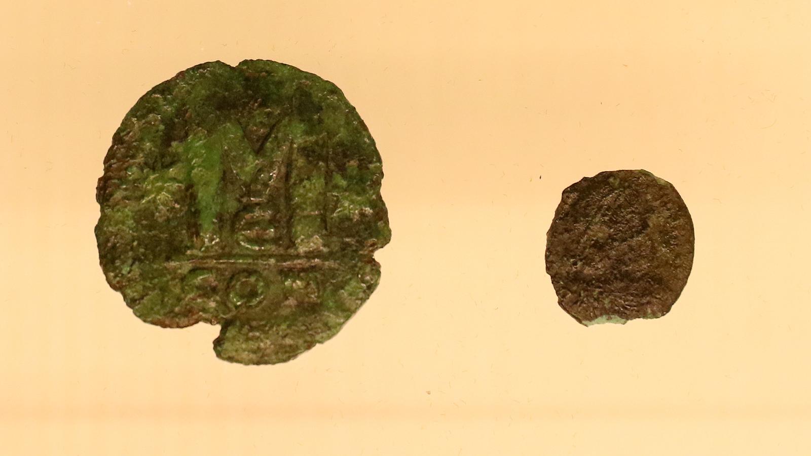 Някои от най-впечатляващите находки са костено шило с врязана украса от късния палеолит от пещера Редака, костена игла за татуиране от селищна могила Дуранкулак, богато украсени съдове-урни от некропола на Балей, отлично запазена стъклена амфора от Покровник, глава от мраморна женска статуя от Хераклея Синтика и глава от статуя на император Аврелиан от Улпия Ескус, бронзова статуетка на Венера със златна торква от античния Филипополис, стъклени съдове и накити от некропола на Августа Траяна, Стара Загора, златен реликварен кръст от Трапезица, Търново.