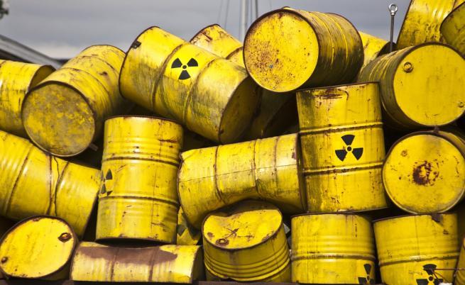 Тонове токсични отпадъци, изхвърлени край гара Яна