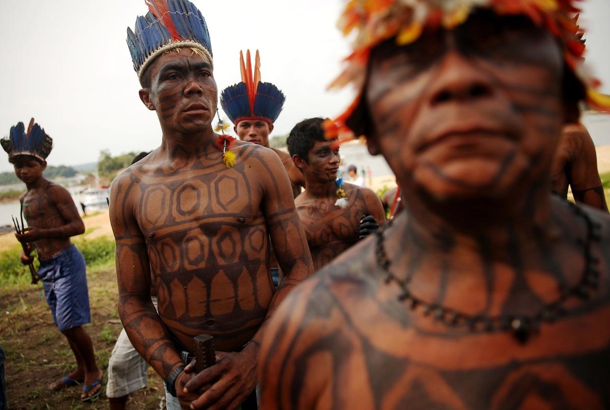 Мундуруку е племето, което впечатли света. Те успяха да окажат натиск върху бразилската агенция за опазване на околната среда и водите, която иска да изгради изкуствен водоем на тяхната територия. Индианците обаче оказват съпротива, която се увенчава с успех. Така те запазват горите и начина си на живот.