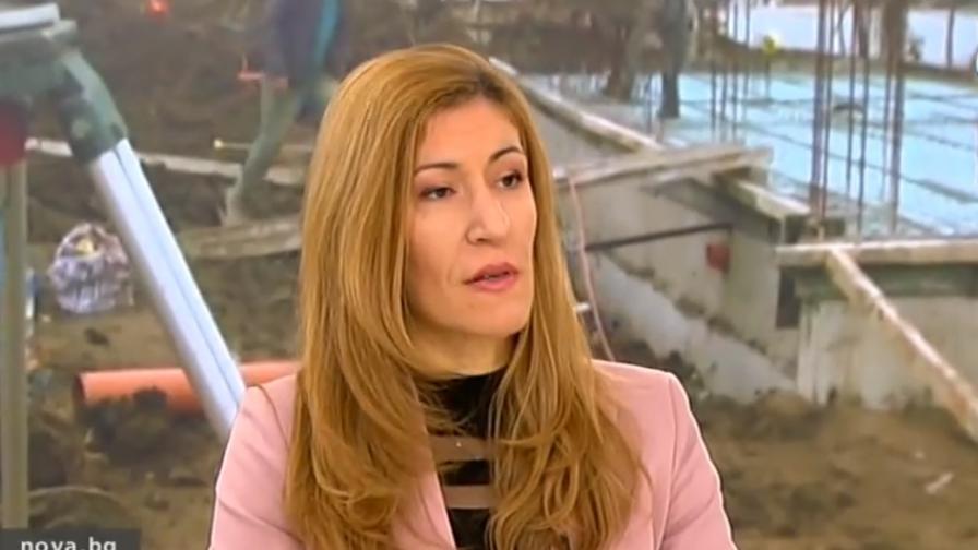 Ангелкова иска от кметовете разрешенията за строеж по морето