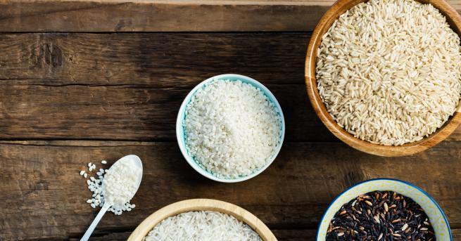 Оризъте едно от най-предпочитанитеваривапо света.Белият оризе рафинирана,високовъглехидратна хранабез фибри. Високият