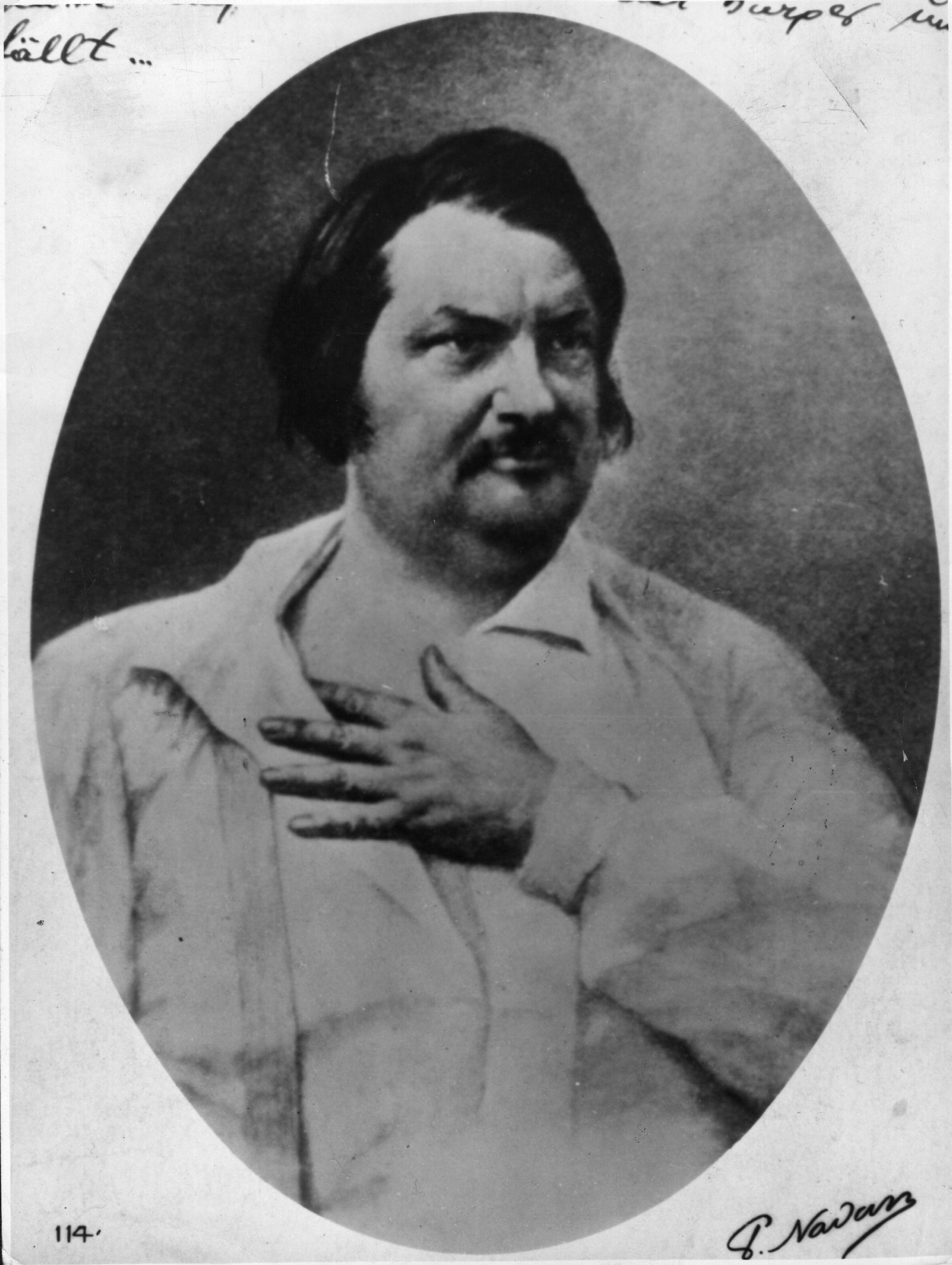 """Оноре дьо Балзак<br /> <br /> """"Ако не беше кафето, нямаше да мога да пиша, което е същото като да не мога да живея"""", казва френският писател Оноре дьо Балзак. Той наистина има предвид точно това, което казва, защото едва ли е имало минута, в която да не пие кафе. Изчислено е, че Балзак е изпивал по 50 чаши кафе на ден. Може би се чудите как някой може да заспи с толкова кофеин в организма, но така му е харесвало. Всеки ден той се будел в 1 сутринта и можел веднага да се захване с писане."""