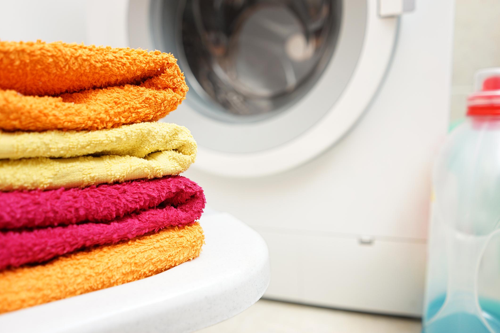 Последно, но не на последно място<br /> Не забравяйте да чистите пералнята си машина. Това, че в нея постоянно циркулира вода, не означава, че е чиста, а дори обратното.<br />