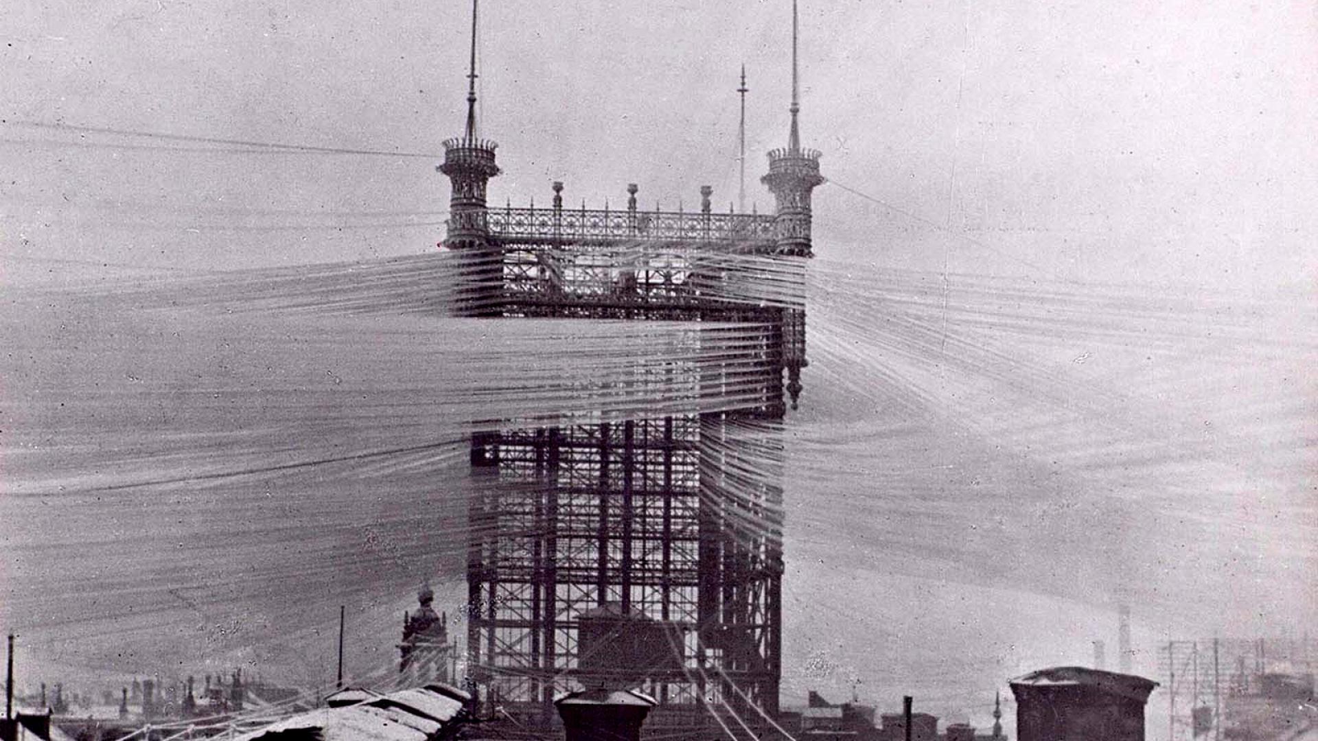1890: Една телефонна кула с над 5500 линии във въздуха