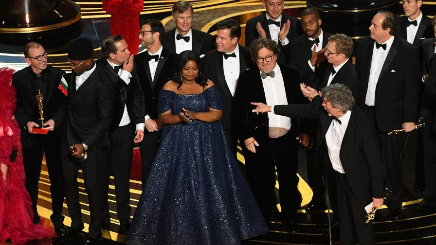 """<p><span style=""""color:#ffbc00;"""">Българин с &quot;Оскар&quot;</span>, развя флага на церемонията</p>"""
