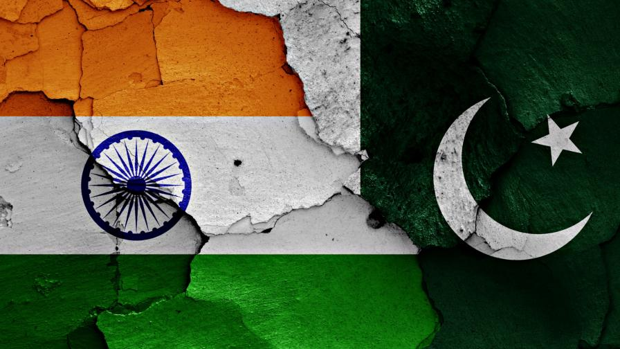 <p>На ръба на война: Пакистан вдигна изтребители срещу Индия</p>