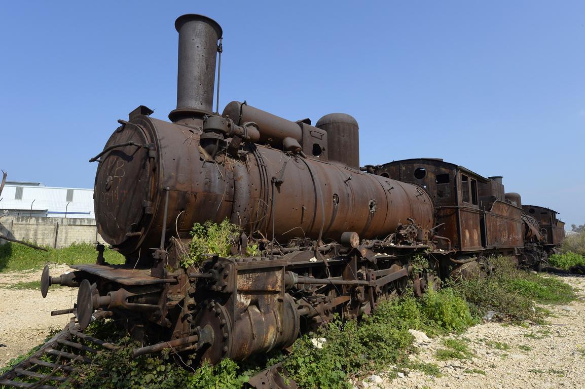 На площадката остават редица стари многофункционални вагони, два немски локомотива от G7 клас, произведени през 1895 г. и четири немски локомотива G8, произведени през 1901 и 1906 година.