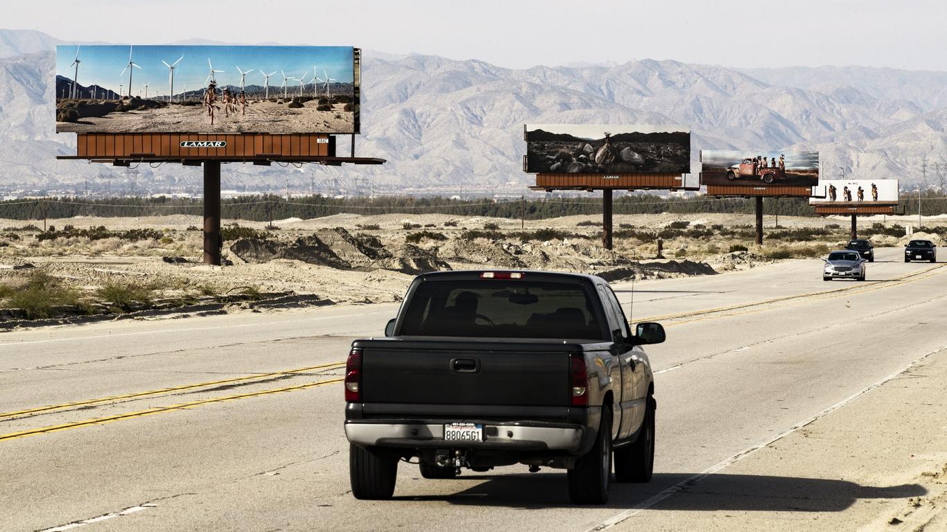 В Калифорния, в близост до Палм Спрингс тече фестивалът на изкуствата Desert X. 19 артисти излагат своите произведения в долината Coachella от 9 февруари до 21 април 2019
