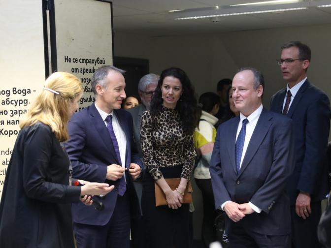 Посланик Ерик Рубин и министърът на образованието Красимир Вълчев бяха сред специалните гости.