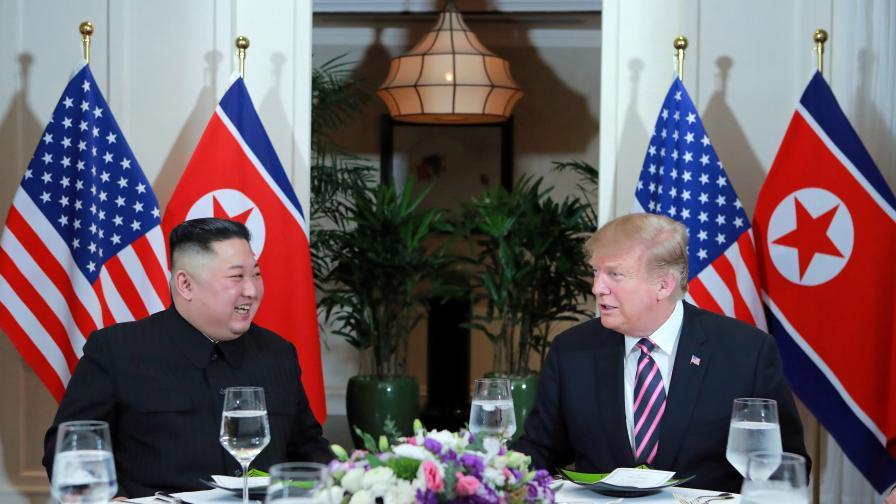 Американският президент Доналд Тръмп вечеря със севернокорейския лидер Ким Чен-ун в Ханой, Виетнам
