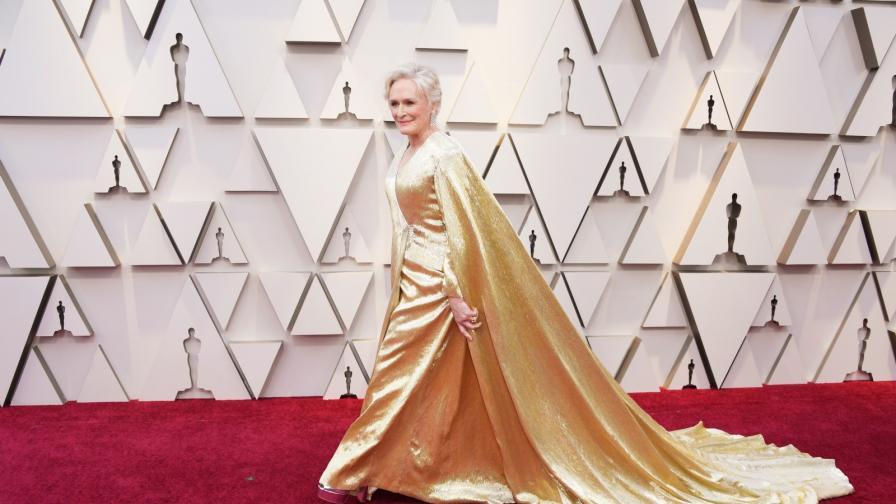 <p>Жената с<strong>&nbsp;19-килограмова рокля</strong> на червения килим</p>