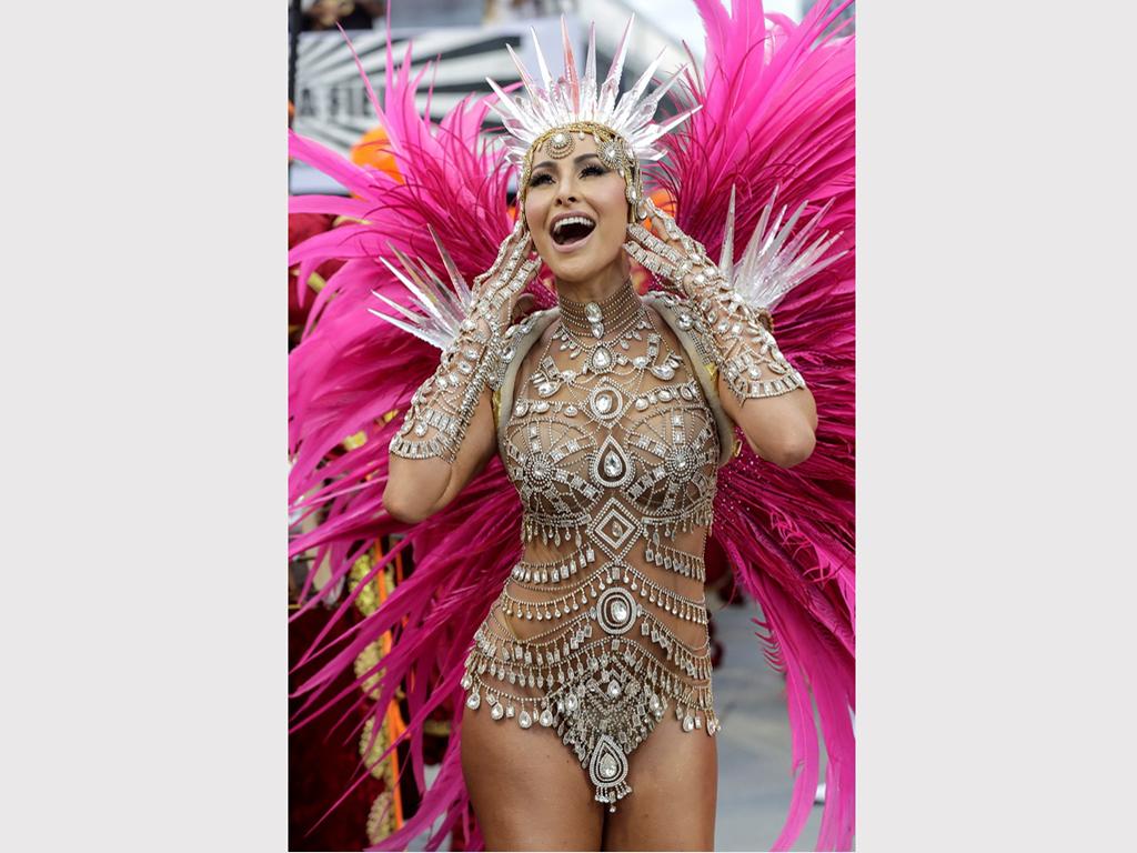 Макар и не толкова популярен като карнавала в Рио де Жанейро, много туристи предпочитат този в бразилския град Сао Пауло