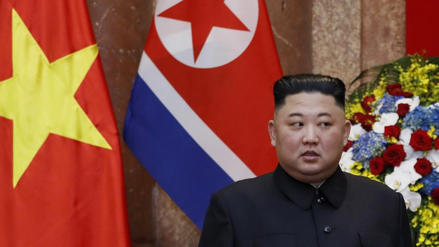 """""""Дейли мейл"""": Ким Чен Ун в кома? Сестра му поема управлението над страната"""