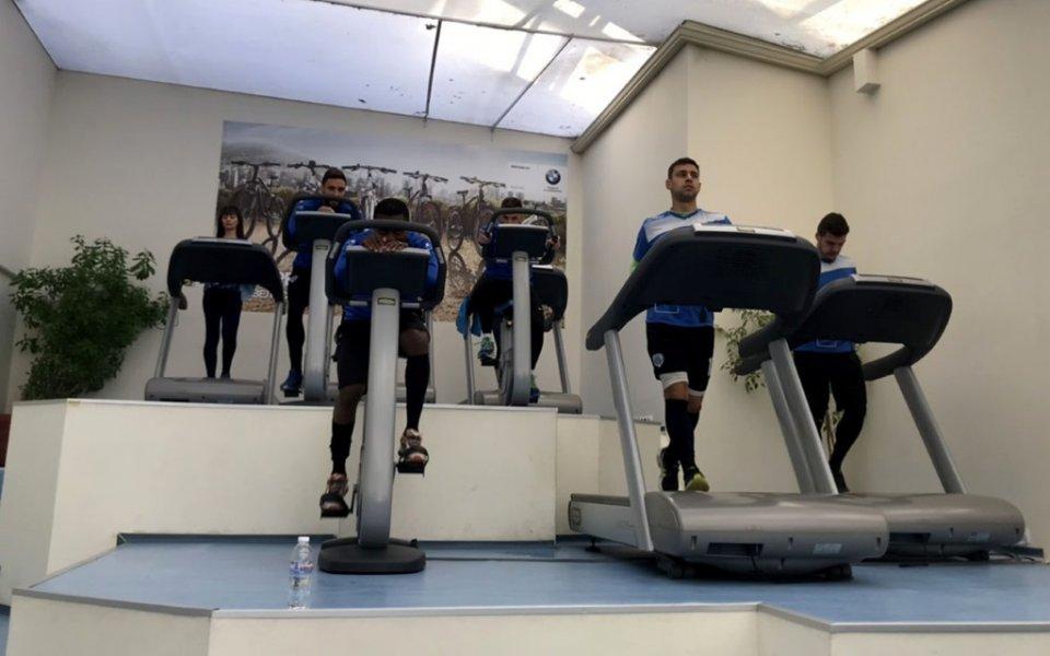 Mорето тренира във фитнеса, Китанов черпи с огромна торта