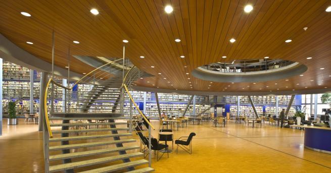 На училище Новите библиотеки - модерни, просторни и пълни с