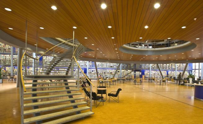 Новите библиотеки - модерни, просторни и пълни с хора