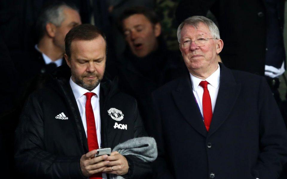 Сър Алекс и Ед Уудуърд в разгорещен спор, докато Юнайтед губи