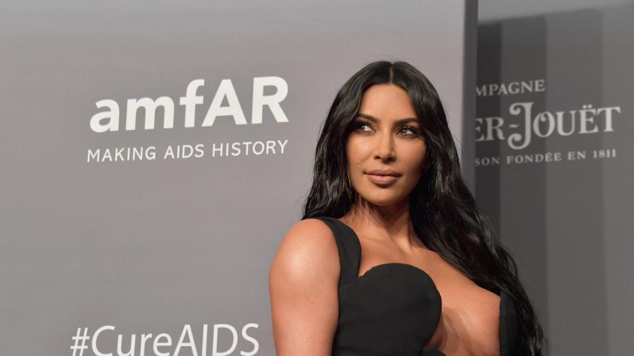 <p><strong>Ким Кардашиян </strong>продължава с модните провокации</p>