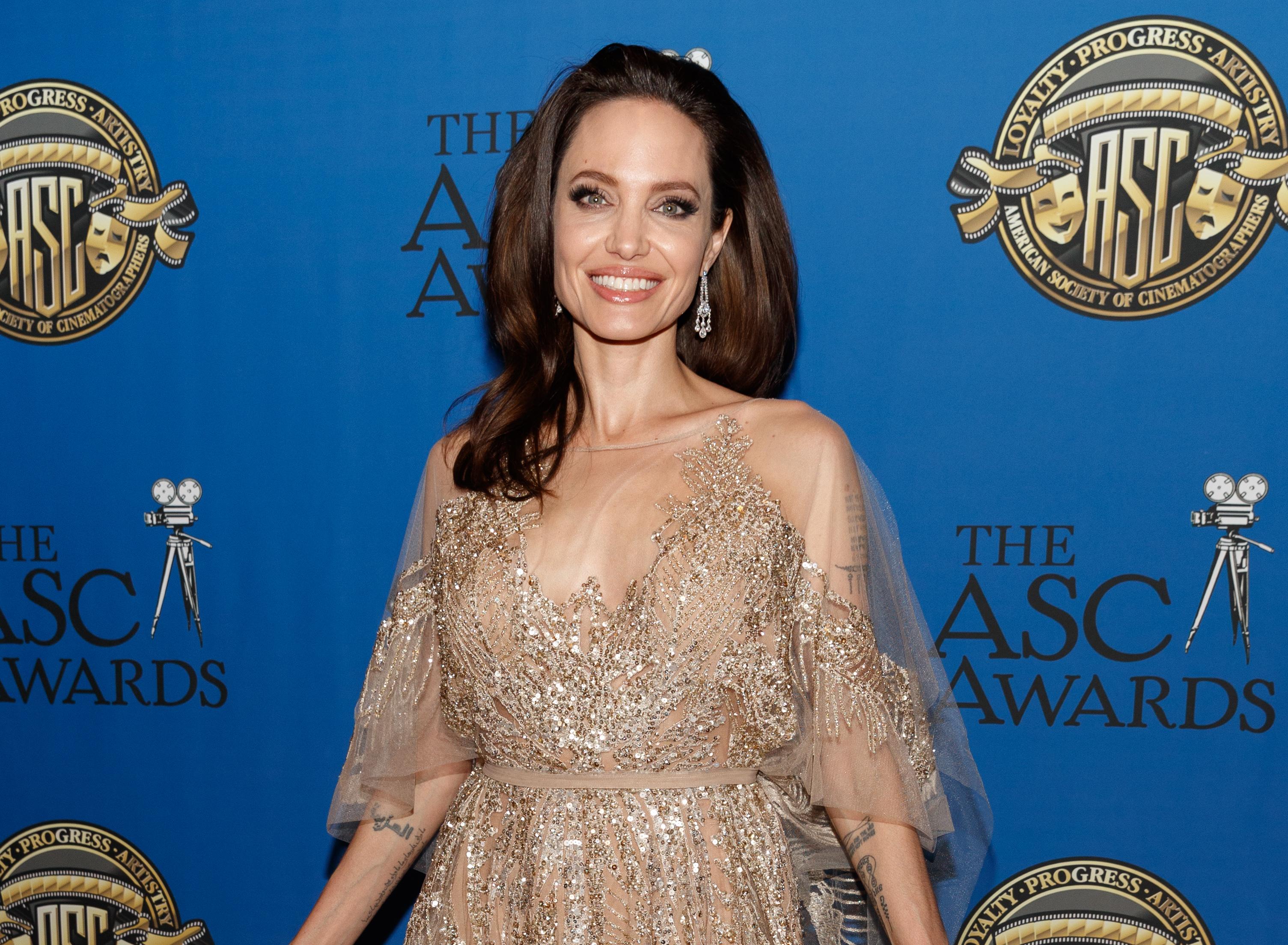 Анджелина Джоли е още една от почитаните актриси. Не само уважавана заради филмовите си роли и красота, но заради огромната благотворителна дейност, с която се занимава.От 2001 г. е пратеник на добра воля на Агенцията за бежанците наООН.