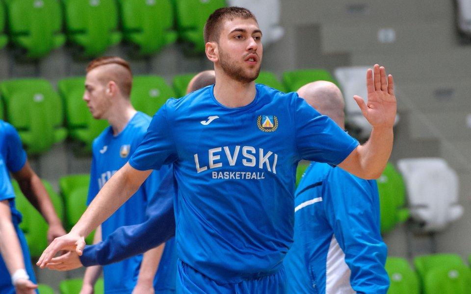 Алекс Симеонов изведе Валур до успех в Исландия