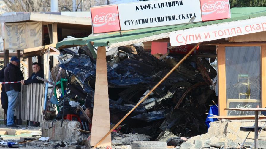 <p>Кола се вряза в заведение в София, двама загинаха</p>