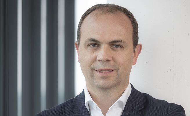 Йохен Херман (50) е вицепрезидент (от 2016 г.) на развойния отдел eDrive в Daimler AG, член на борда на директорите.