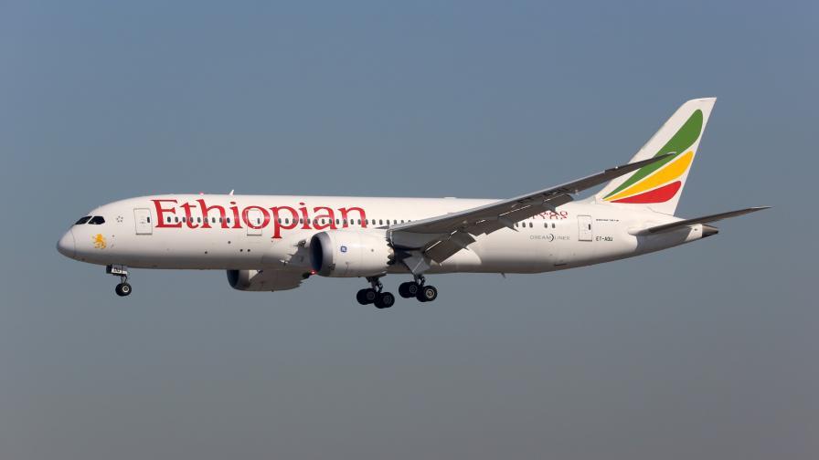 <p>Самолет със 157 души на борда се разби, няма оцелели</p>