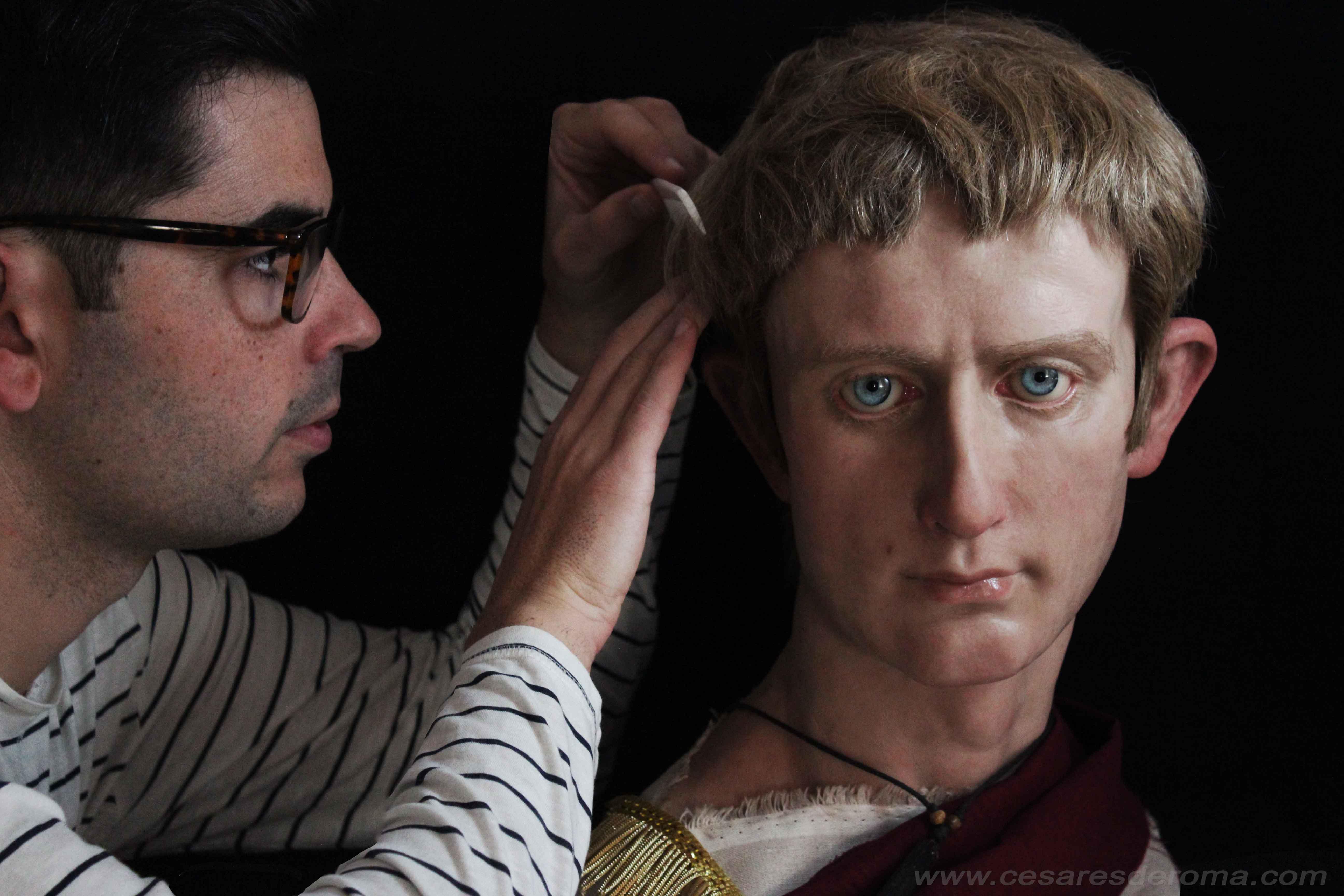Рим със своето културно и архитектурно населдство определено е град, който си заслужава да бъде посетен. Един испански скулптор обаче обръща поглед не към сградите, а към императорите, вдъхвайки живот на скулпутрите си.