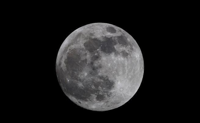 НАСА откри блуждаещи водни молекули около Луната