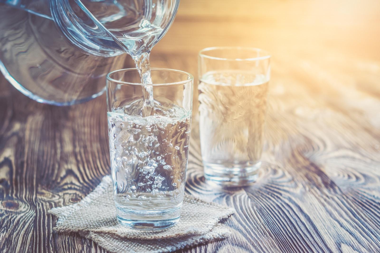 Редовното пиене на чаша топла вода е идеален начин да освободите тялото си от токсините.