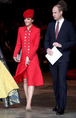 Вчерашният празникбеше по-специален, тъй като Общността на нациите отбеляза 70-тата си годишнина. За службата в Уестминстърското абатствохерцогините пристигнаха отделно, но фотографитеуловиха как двете се поздравиха с целувка по бузите и не криеха усмивките си